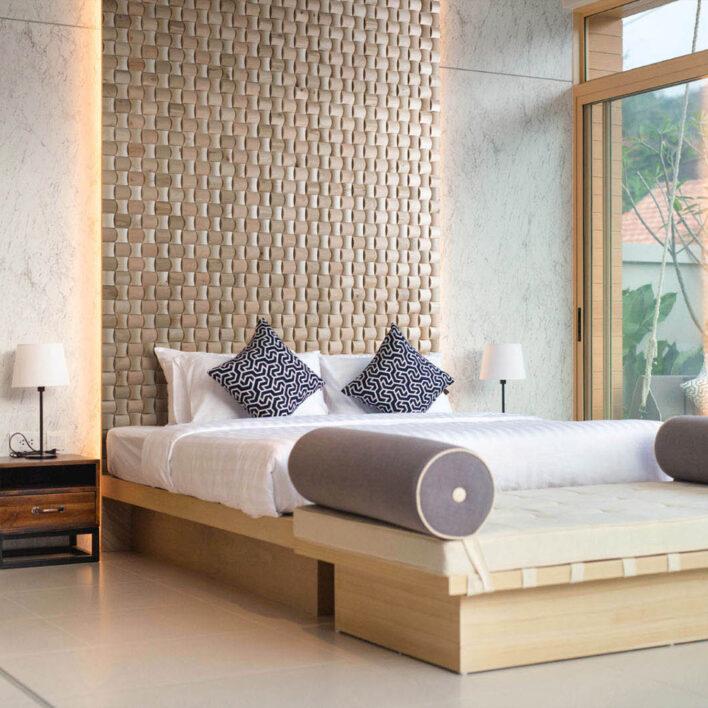 Mur bois intérieur tête de lit